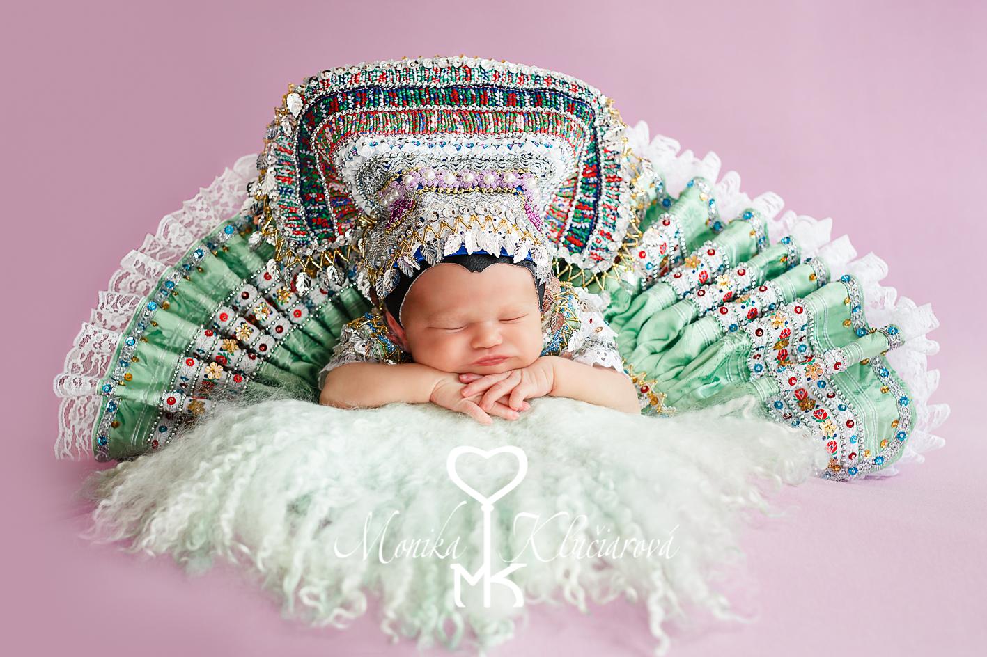 Kalendár 2018 - Krojované bábätka